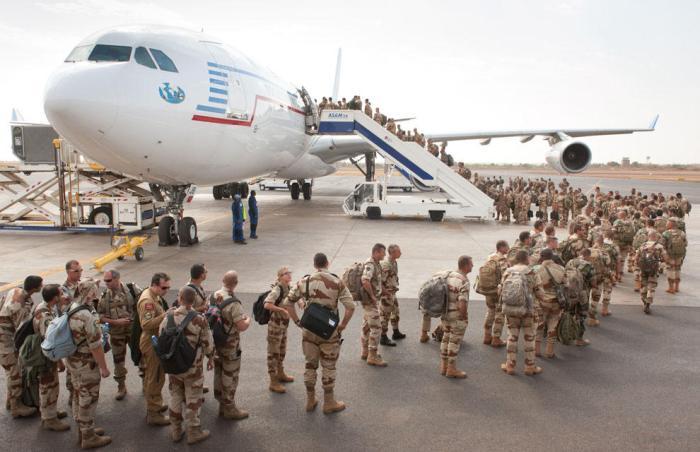 Franceses regresando de Chad a casa