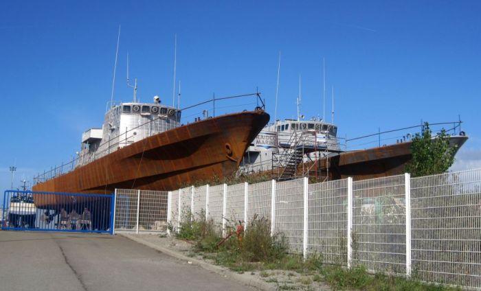 """Los patrulleros 310 """"Lieutenant de Vaisseau Rabhi"""" y 313 """"El Maher"""" en Lorient en 2011."""